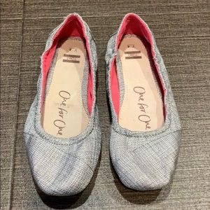 NWOT Youth Toms flats